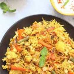Veg Biryani with Raita (32 Oz)